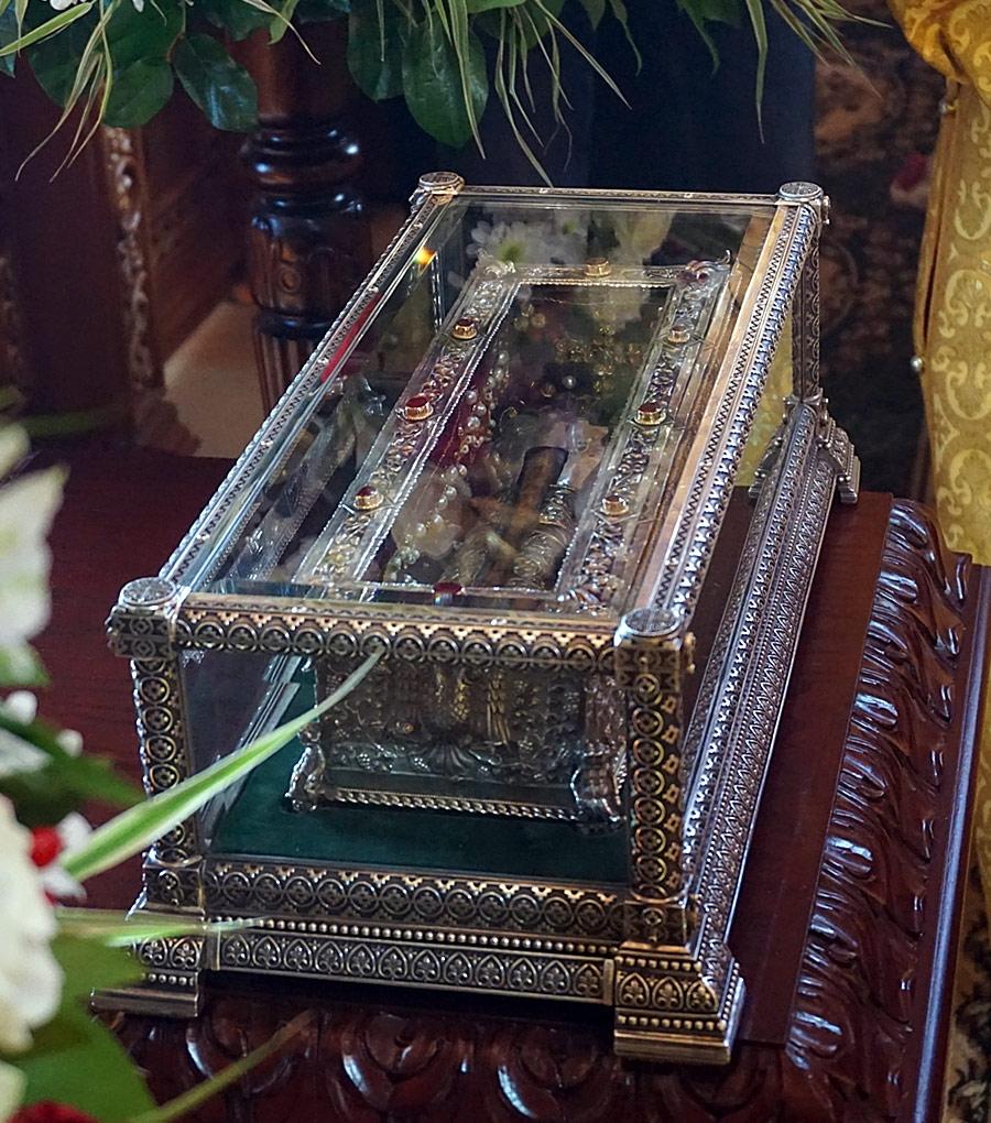 высокие или фото гроба спиридон тримифунтский уже